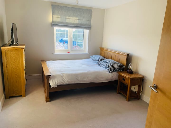 Large Double Room With Private Bathroom and Toilet