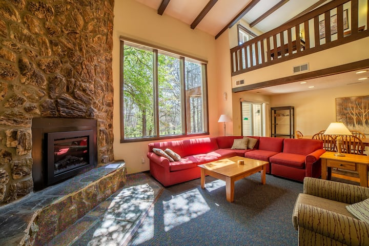 Mountain Retreat, Full Kitchen, & Sauna at Mountainside Villas at Massanutten Resort
