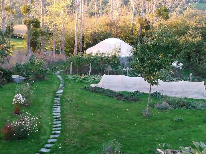 La yourte au fond du jardin