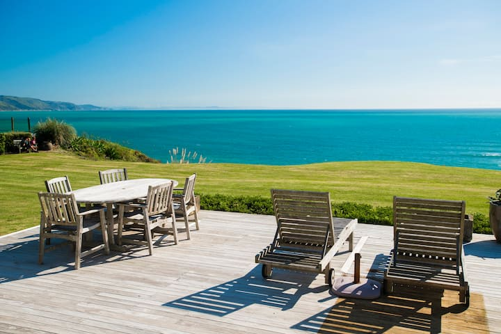 Stunning Summer Retreat in Mahia