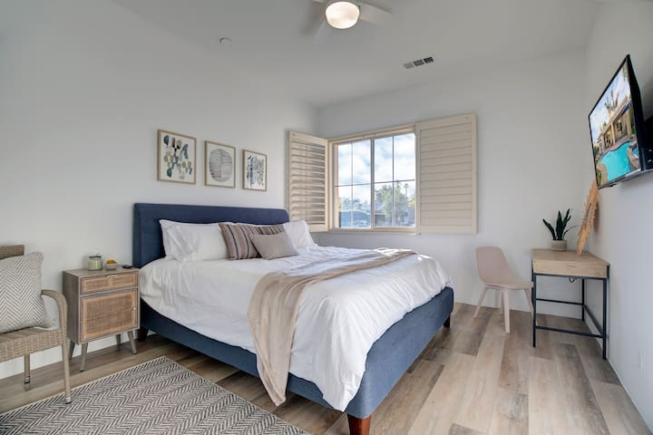 """2nd bedroom features a King size bed with a Sealy pillow top mattress, 43"""" Roku TV & writing table"""