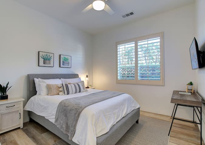 3rd bedroom with queen size Sealy pillow top mattress