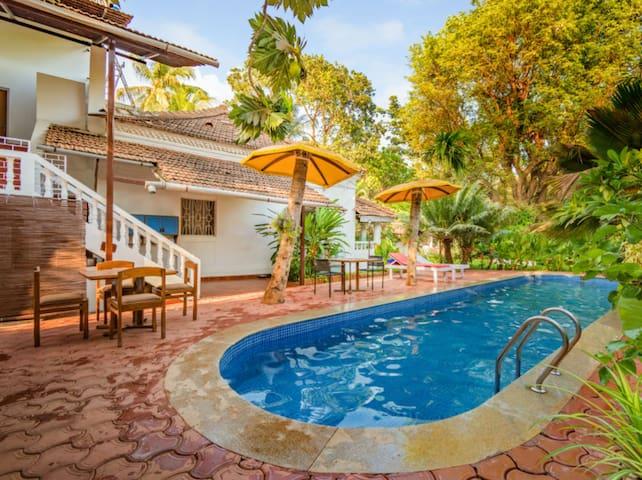 Lavish Studio with a pool, near Candolim Beach