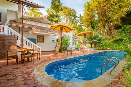 Lavish Studio with a pool, near Candolim Beach