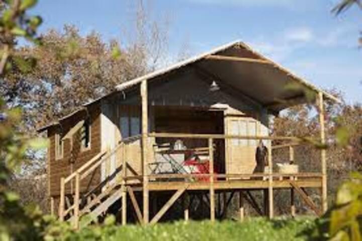 Cabane  pour 4/5 personnes.