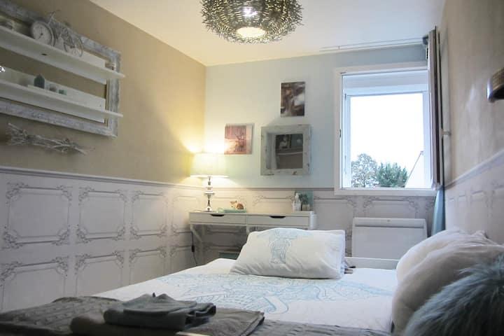 Deux chambres tout confort décorées avec soin