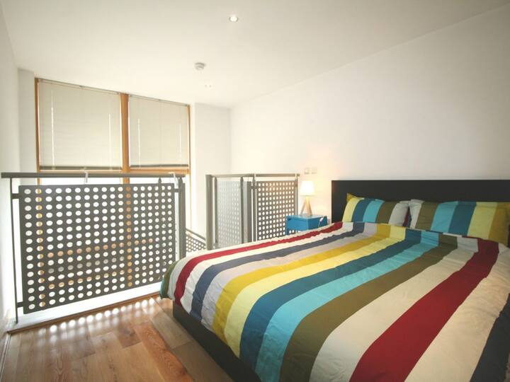 Modern 1 Bed Apartment,IFSC,Sleeps 4.
