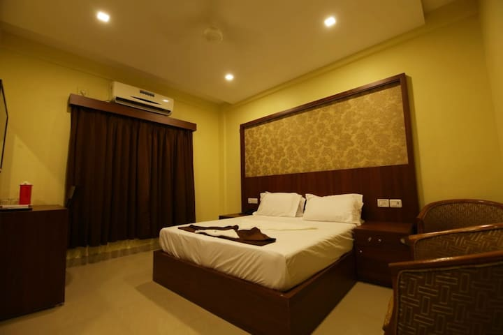 Deluxe double are ideal for Corporate, Business travelers, Patients, Couples, even for a marriage functions on a budget rooms measuring approx. 280 sq ft. A perfect blend of Luxury with furnished rooms, 32 Inch LED TV with Cable Channels, A/C, etc.