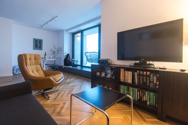 The living room connected to the terrace, dining room and kitchen is a place to meet and relax.  Thanks to Netflix, you can also watch your favorite series in our apartment too.
