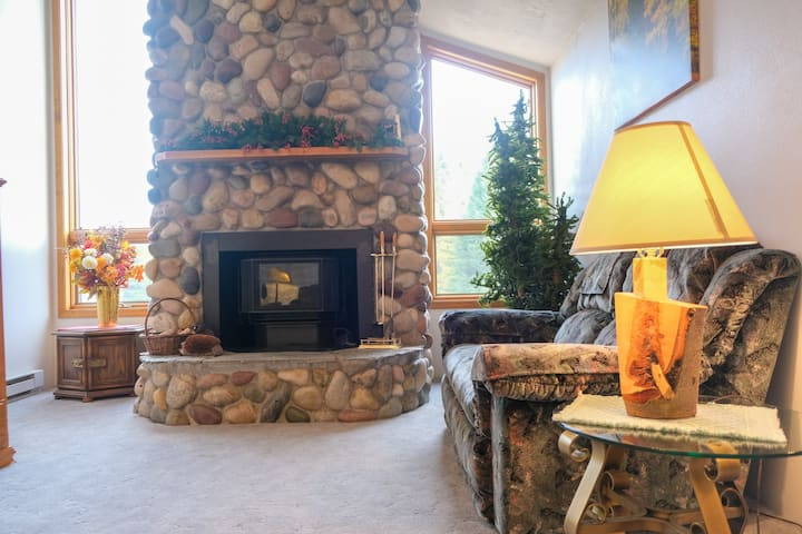 6 Bedroom Home Near Yellowstone - Sleeps 12!
