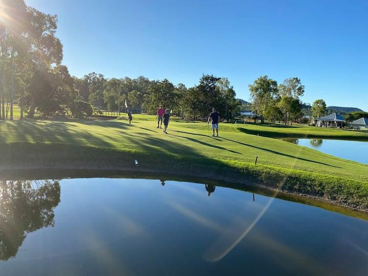 "֎Massive Patio, Golf Course, 120"" Screen, Pool Tbl"