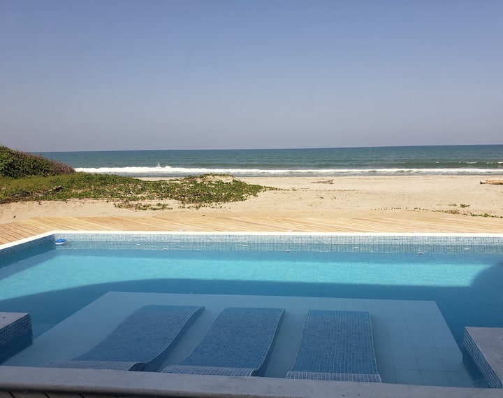 Beach front condo, with pool, Unit 1