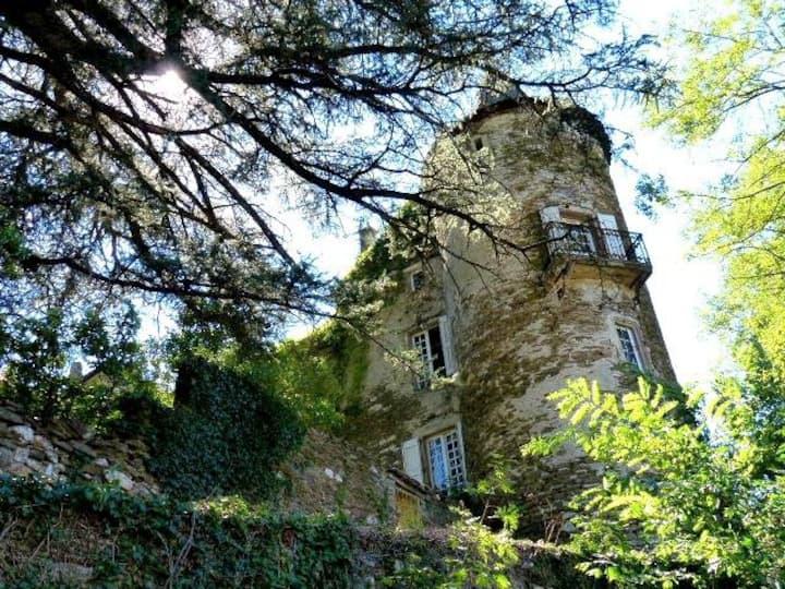 Gite La Calade dans Château Médiéval