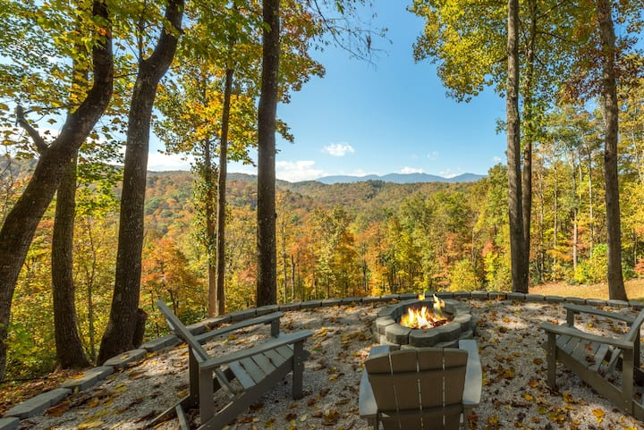 Mountaintop Views,  New Patio& Fire-Pit. Hot Tub