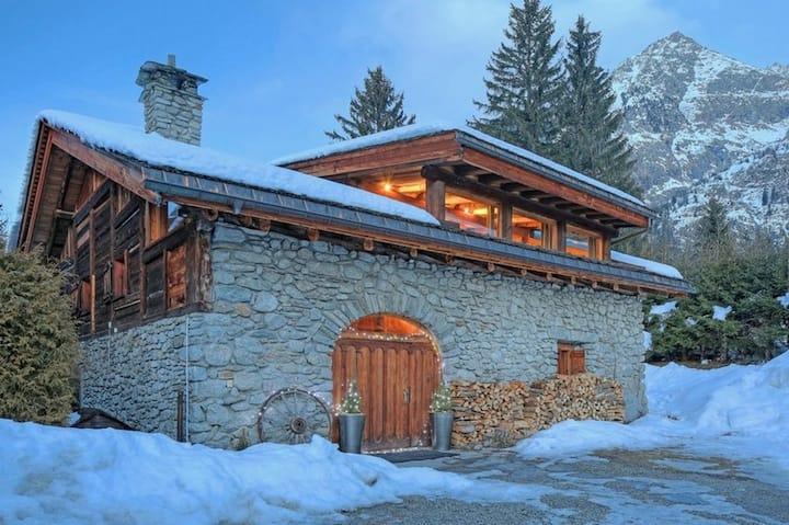 Modern farmhouse chalet w/ 5BDR