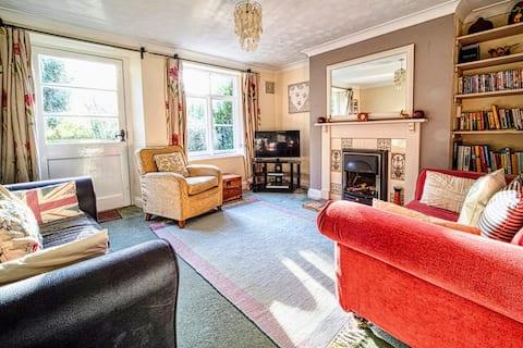 A delightful riverside cottage, fabulous location!