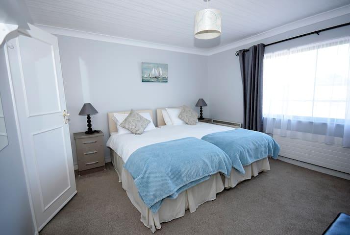 Ground floor en suite bedroom. Has 2 single beds or can  be used as Superking.