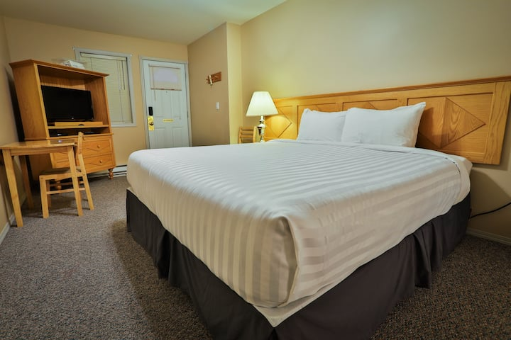 King bed lock off room at Riverside