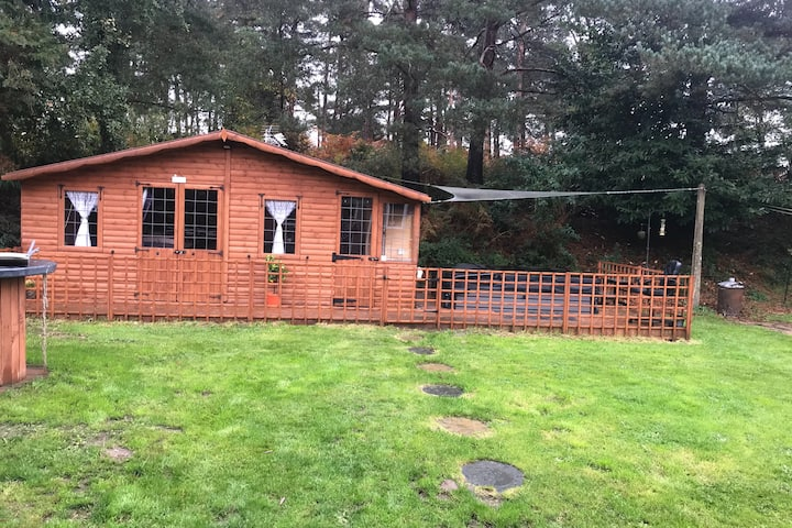 Cosy Cabin Near New Forest & Bournemouth Airport
