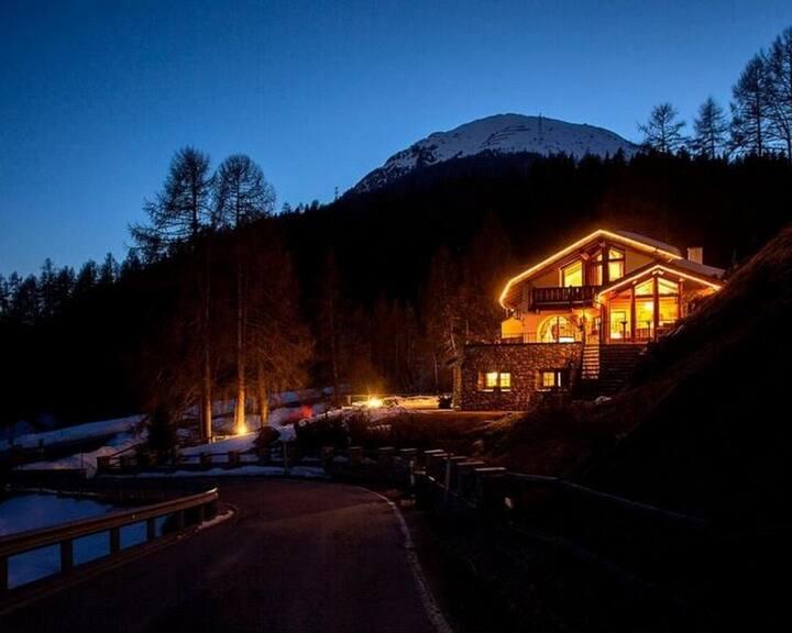 St.Moritz 5bdr chalet 8 min walk to ski lift