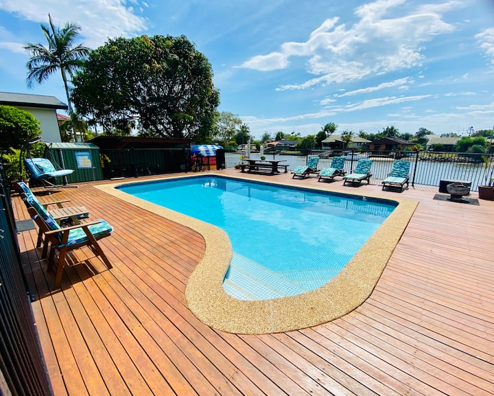 Beautiful Waterfront Pool Villa on The Tweed River