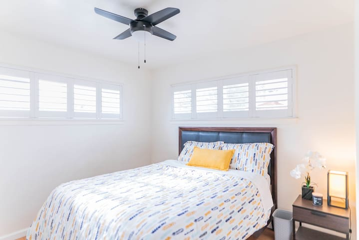 Room #4: Bedroom comes with comfy queen bed, soft bedsheets, nightstand, lamp, trash bin,  and a ceiling fan light that dims to your preference. Each room also comes with a 6ft wide closest to hang clothes and store your luggage.