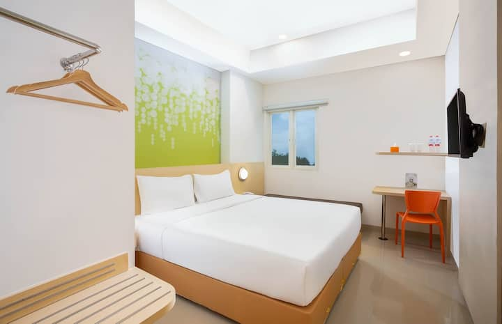 Compact Room with Breakfast in Solo by Zest