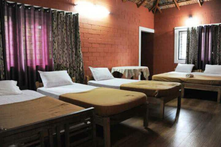 Holidayincoorg Chilipili Estate stay Dormintary