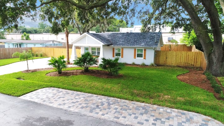 1 Bedroom Live Oak Hideaway House