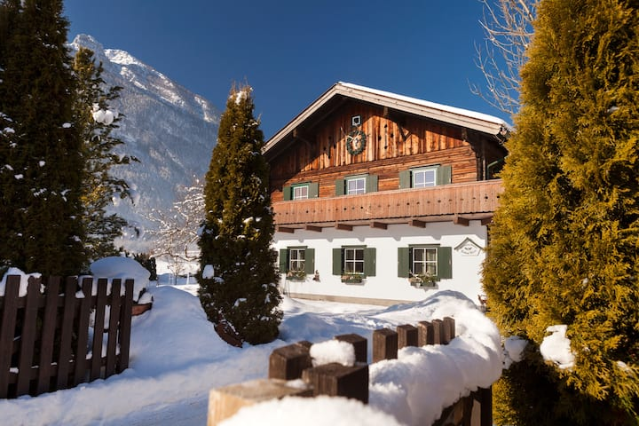 Chalet Foresthouse/Luxury/4BR, 2 b/Sauna/whirlpool