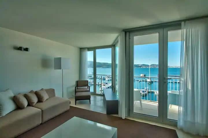 Apartamento c/ vista priviligiada para a Marina