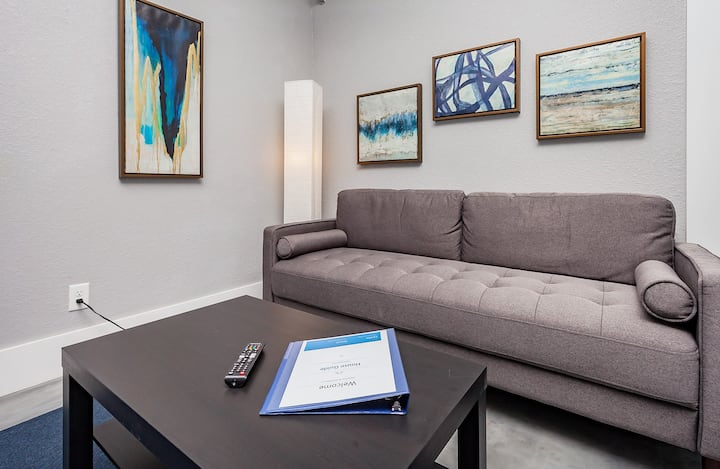 Comfortable stay downtown near sculpture park