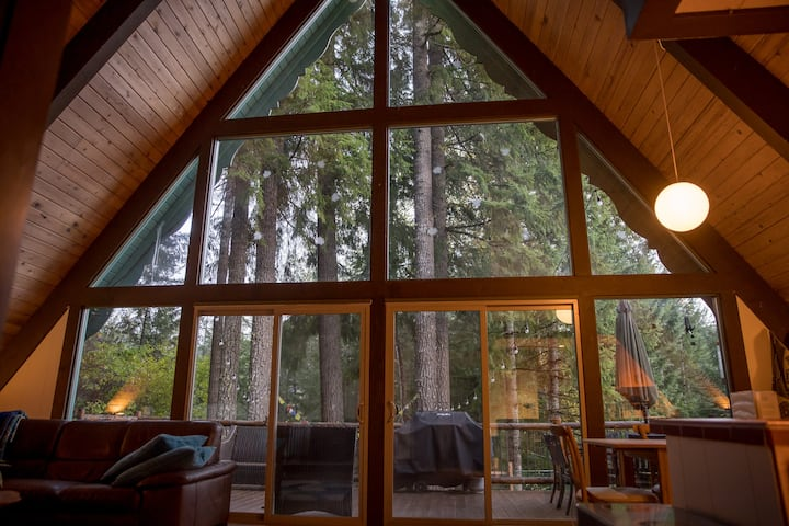 Beautiful, Cozy, Riverfront A-Frame Cabin+Hot tub