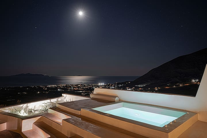 Terra e Lavoro Suite with Hot Tub & Sea View