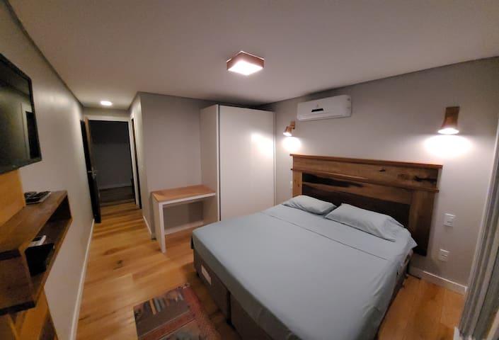 Suite com banheiro privado e varanda