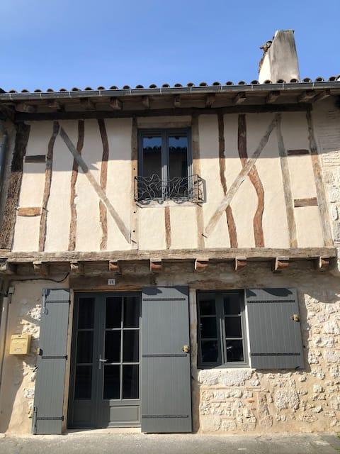 Beautiful Eymet Bastide house & courtyard garden