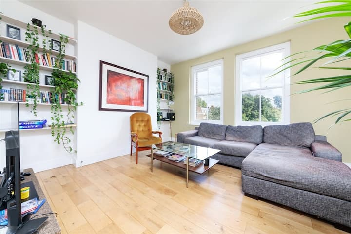 Amazing Spacious Two Bedroom East London Apartment