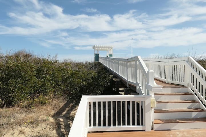 FREE Pool Heat!Hot Tub,Amenities!Walk to the Beach