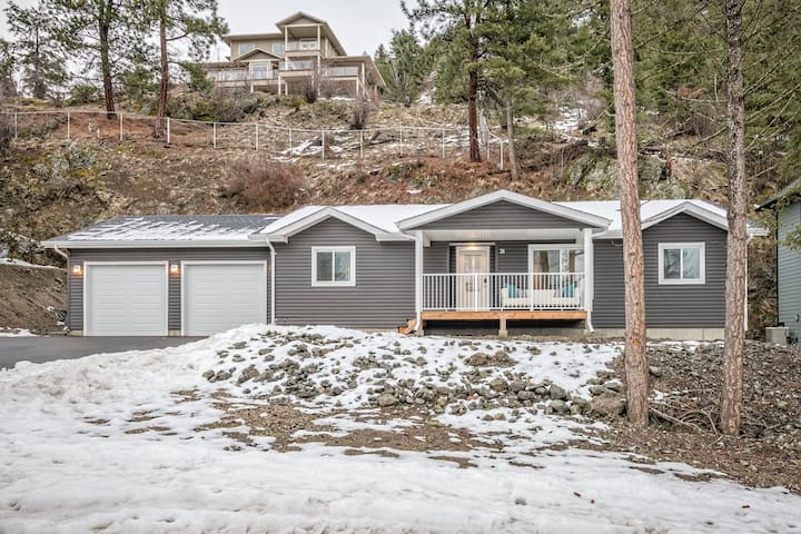 Cozy New Rancher with Stunning View ★ Beach Access