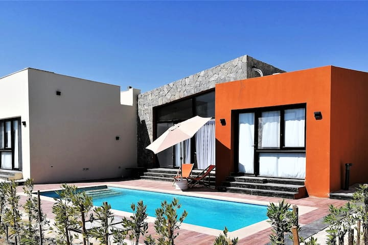 Contemporary villa with private pool in Soma Bay.