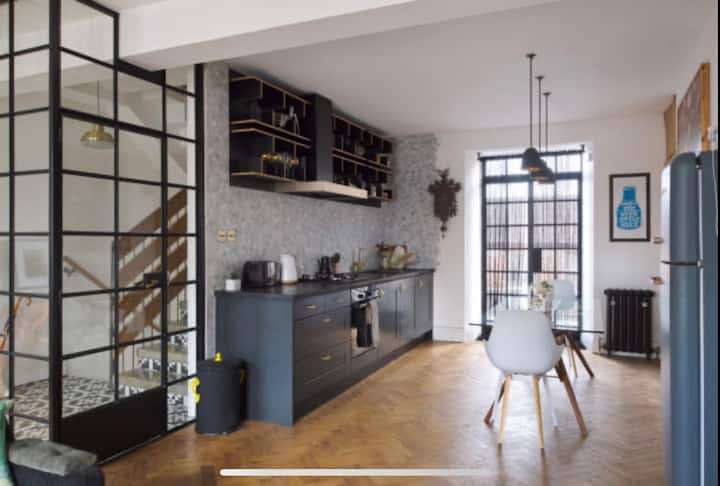 Luxury 2-bed converted apartment in Old Town