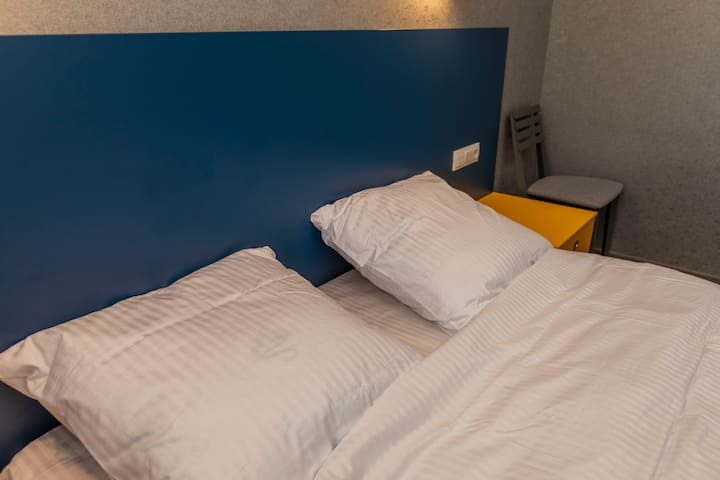 "Отель ""Баларам"", синий номер"