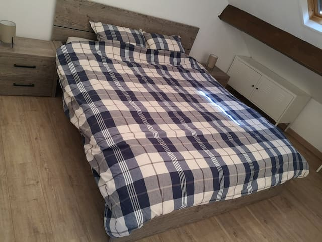 Chambre 1  - 1 lit deux personnes (160 x 200 cm)