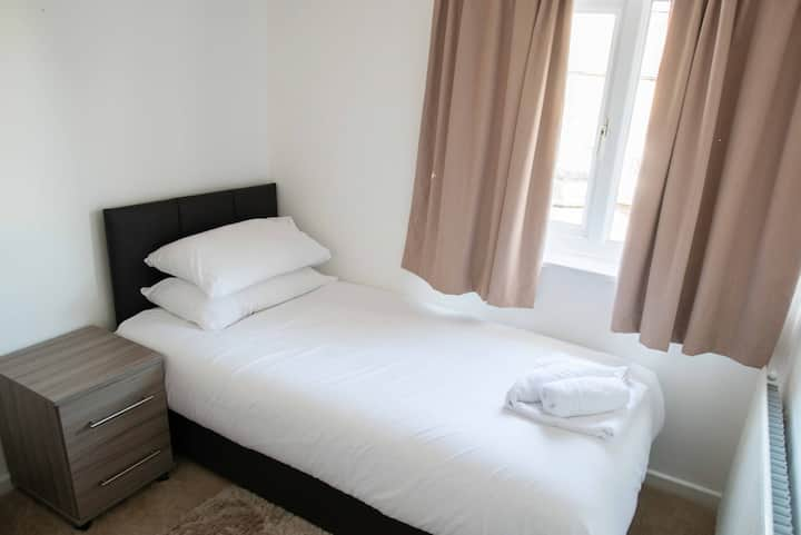 Single Room in Maycliffe Hotel (Peymans)