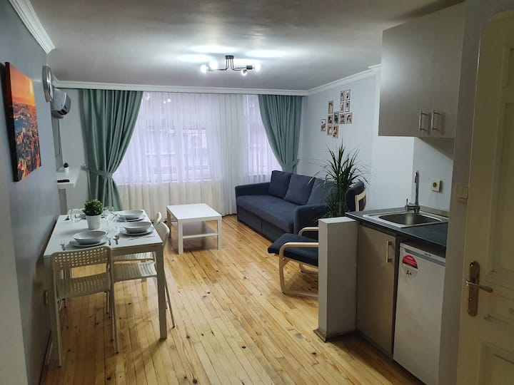 Beyoğlu (Cihangir'de) 1+1 apartment for family