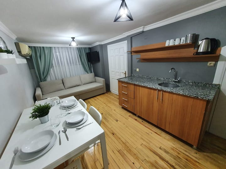Cihangir'de Private 1+1 basement apartment
