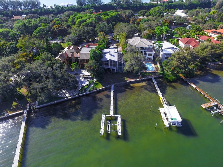 ~Bayfront Tropical Oasis, Private Deep Dock, Pool~