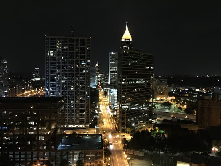 Downtown ATL Sparkling New Penthouse/FREE PARKING