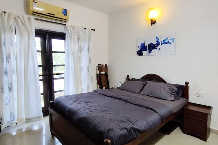 """Comfortable & Luxurious 1BHK Near Candolim Beach"""