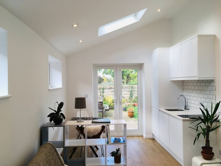 Immaculate self-contained flat in Cambridge centre